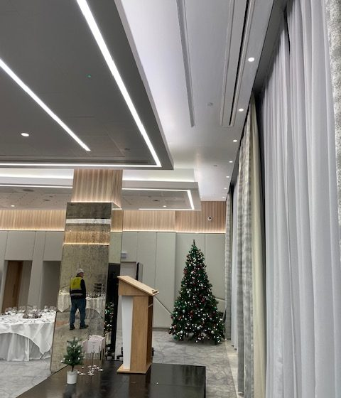 dining room Christmas tree